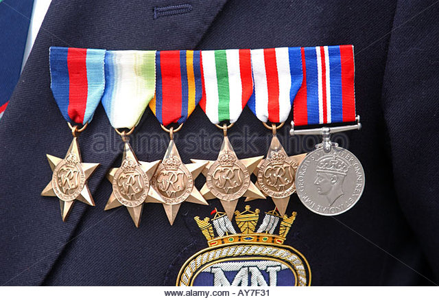 war-medals-on-a-veterans-chest-ay7f31